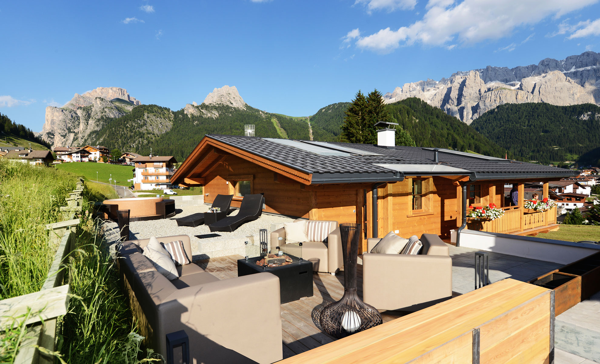 pine lodge dolomites luxury chalet dolomite mountains. Black Bedroom Furniture Sets. Home Design Ideas