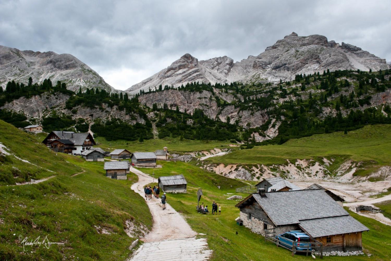 Due Due Cortina Srl.Dolomites Hike Alta Badia To Cortina Dolomite Mountains
