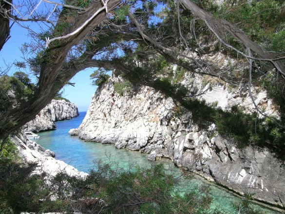 FINANCIAL TIMES - The Wild Blue trek of coastal Sardinia
