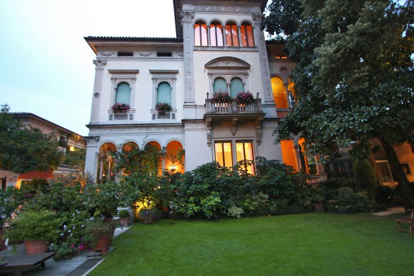 CELLOPHANELAND - Hotel Villa Abbazia