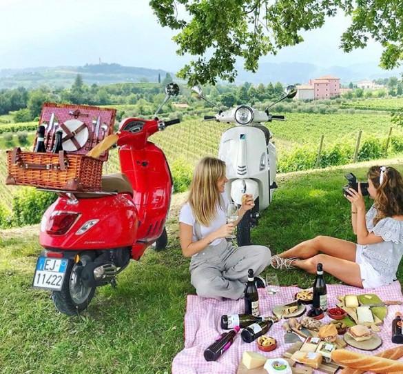 A Taste of 'La Dolce Vita' in the Veneto Region: History, Vespa Touring, and Prosecco Culture